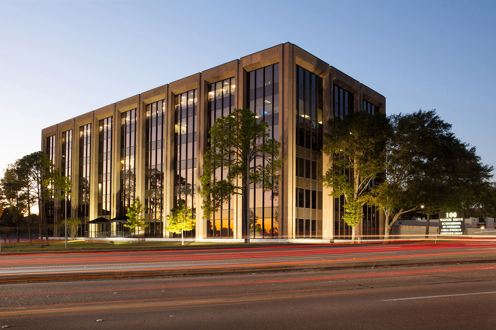 100 Waugh in Houston Texas a midsized office building by an Architectural Photographer